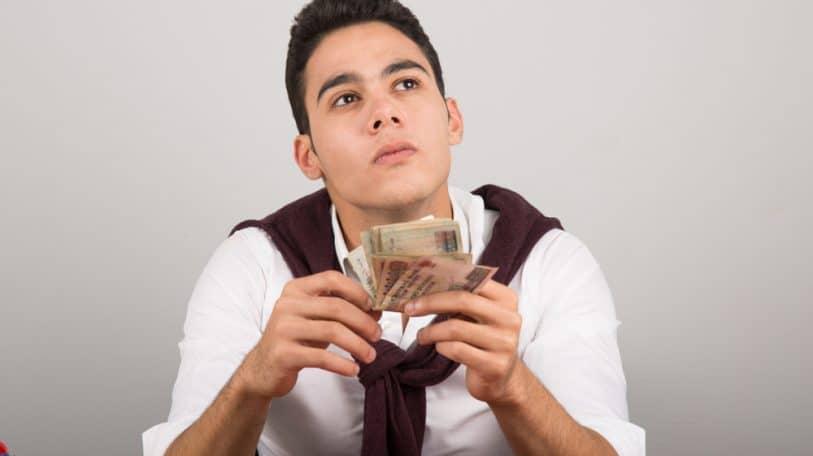 الطلبة تسأل: لماذا تتعارض الخبرة مع المال؟