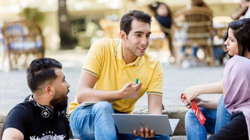 5 حيل لمذاكرة سهلة من وجهة نظر المتفوقين دراسيًا