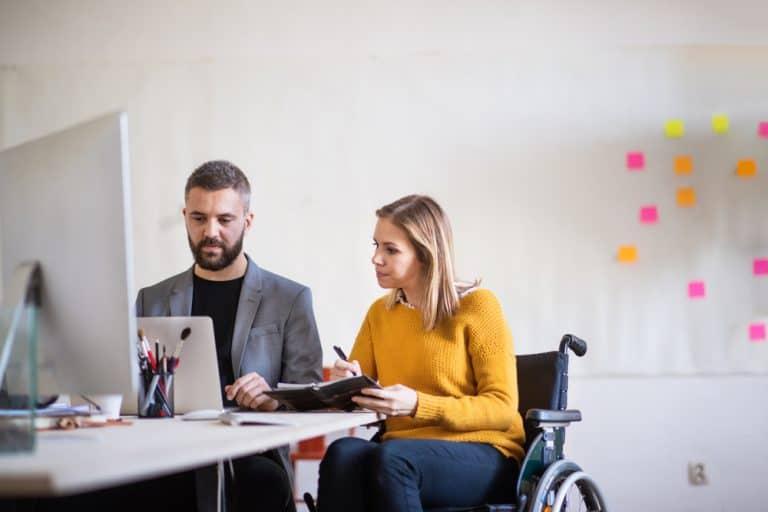 كيفية التعامل مع زملاء العمل من ذوي القدرات الخاصة؟
