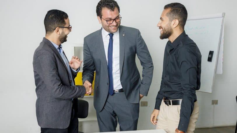 في بداية مسارك المهني.. كيف تبني شبكة علاقات مهنية