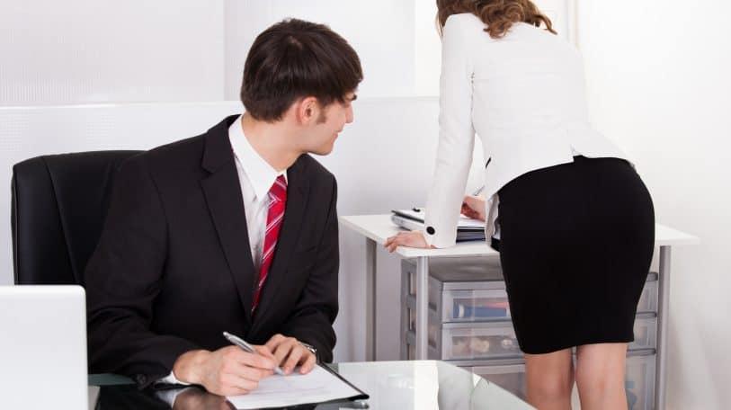 نميمة نسائية عن التحرش في العمل (2)